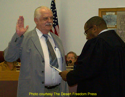 Foster seated as Quartzsite�s Mayor
