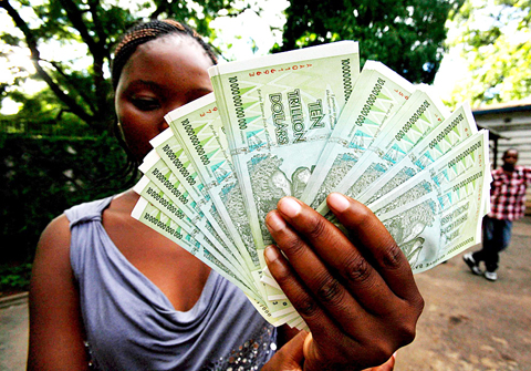 Using U.S. Dollars, Zimbabwe Finds a Problem: No Change