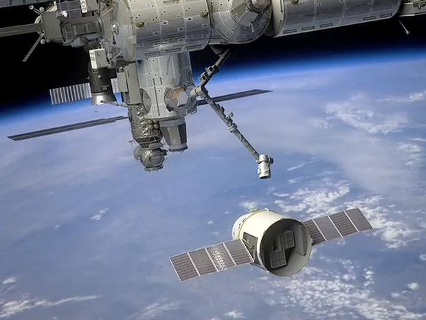 Dragon docks at space station in historic 1st