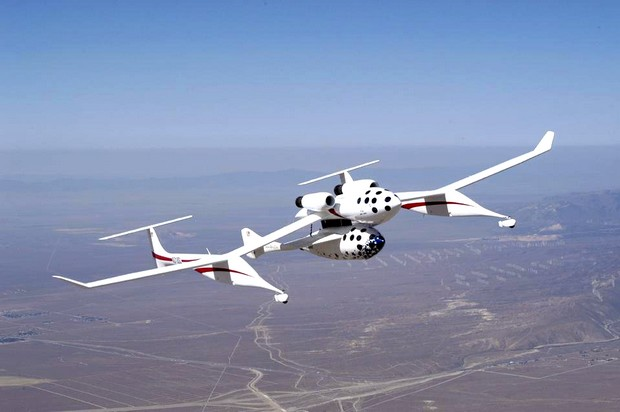 WhiteKnight carrying SpaceShipOne