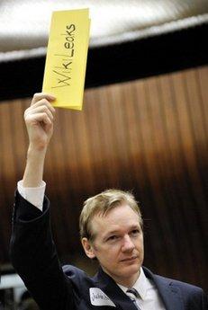Julian Assange 'will be given asylum in Ecuador'