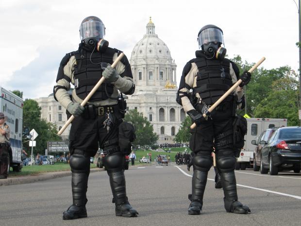 Texas Cops Arrest Pair for Reposting Undercover Cop's Facebook Photo