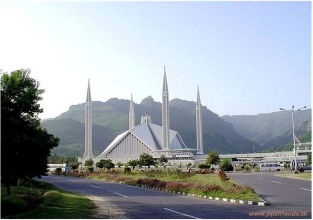 WORLD'S LARGEST MOSQUE PAKISTAN Shah Feisal mosque Islamabad Inside hall capacity 35000 outside overflow capacity 150,000