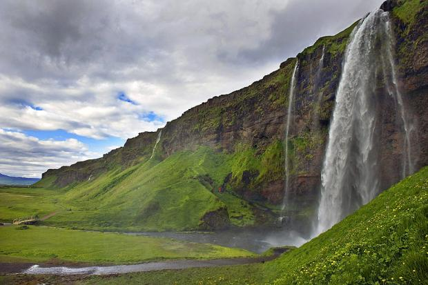 Iceland's Struggle Against the Banking Oligarchy