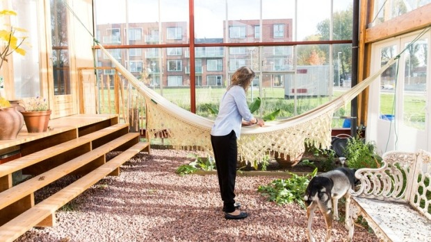 Ordinaire Living In A Greenhouse: One Familyu0027s Experiment In Sustainable Living